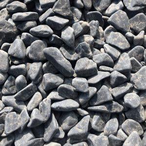 Nahaufnahme von PANNONIA Marmorkiesel 7-15 mm in ebano-schwarz