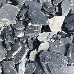 Nahaufnahme von PANNONIA Schieferplättchen 30-80 mm in schwarz