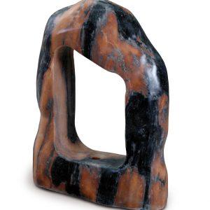 Aufnahme einer PANNONIA Steinskulptur in rot-schwarz