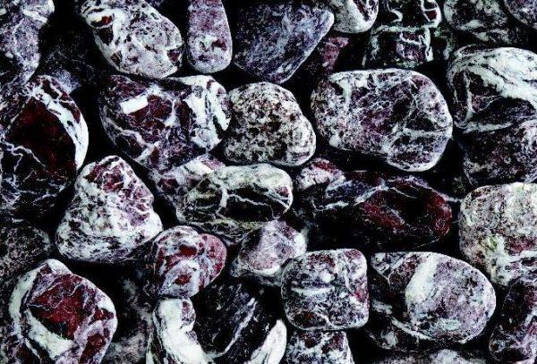 Nahaufnahme von PANNONIA Zierkiesel 40-60 mm in rouge-royal